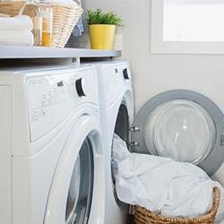 Пране на чаршафи в пералня